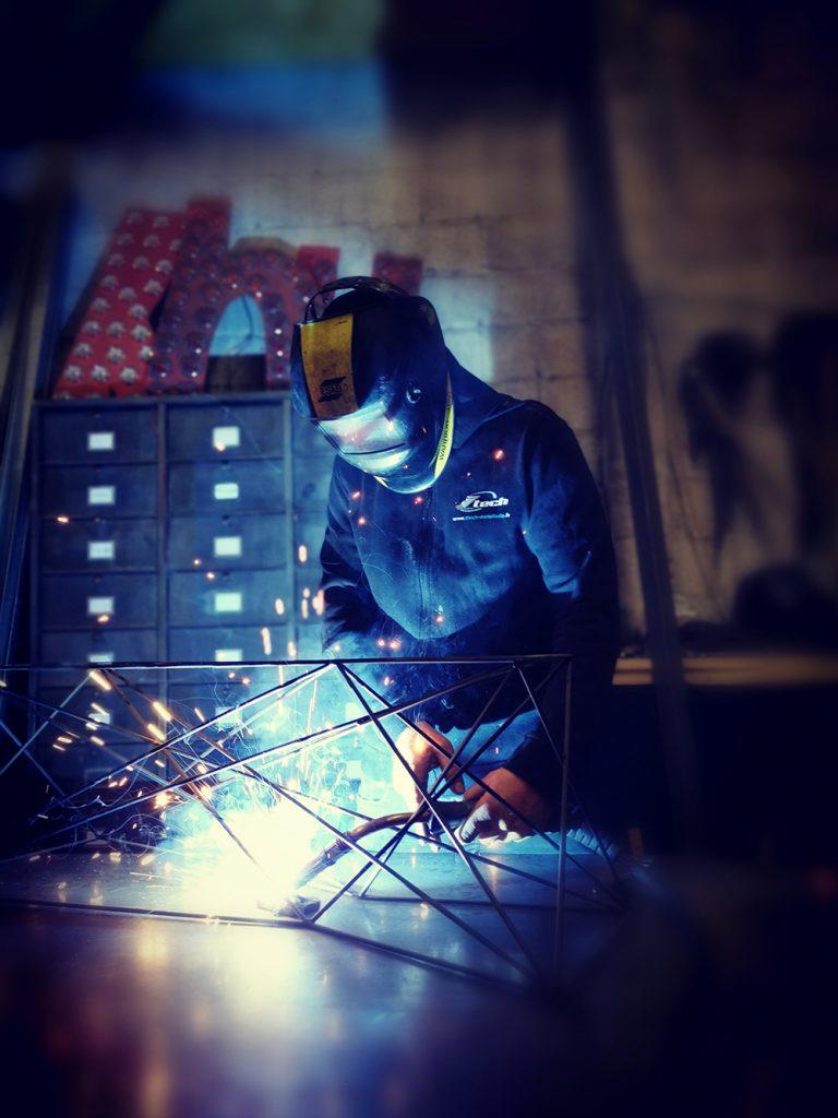 Travail de métallerie en cours